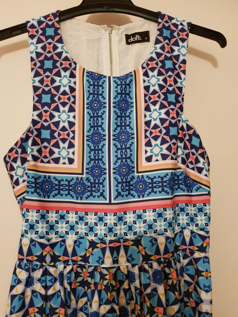 Sz8 Beautiful geometric design dress $25