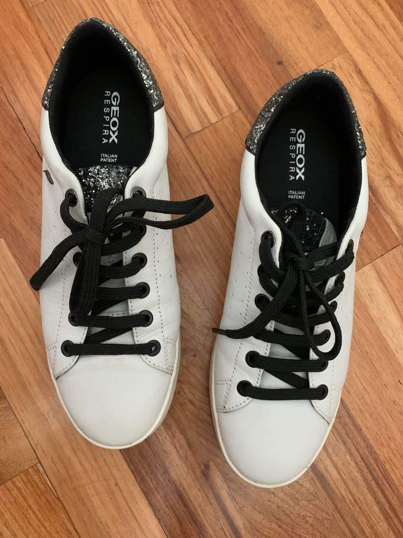 Hermana SIDA cámara  Geox Respira Jaysen Woman White and Black Leather Sneakers, Women's  Fashion, Shoes, Sneakers on Carousell