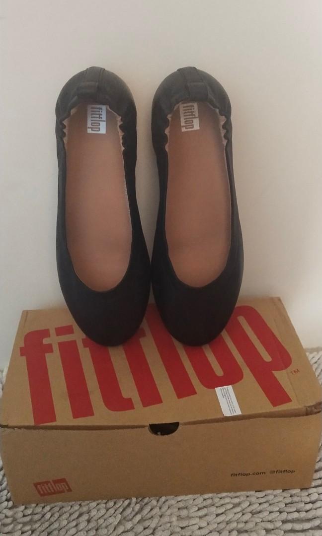 black fitflops size 7