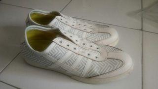 Sepatu sneakers slip on 36 besar yongki komaladi