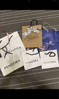 香奈兒 眼鏡盒裝 眼鏡盒 香水盒 加 Pandora 大 中 小 提袋 SWAROVSKI 提袋 等等 全部一起 免運費