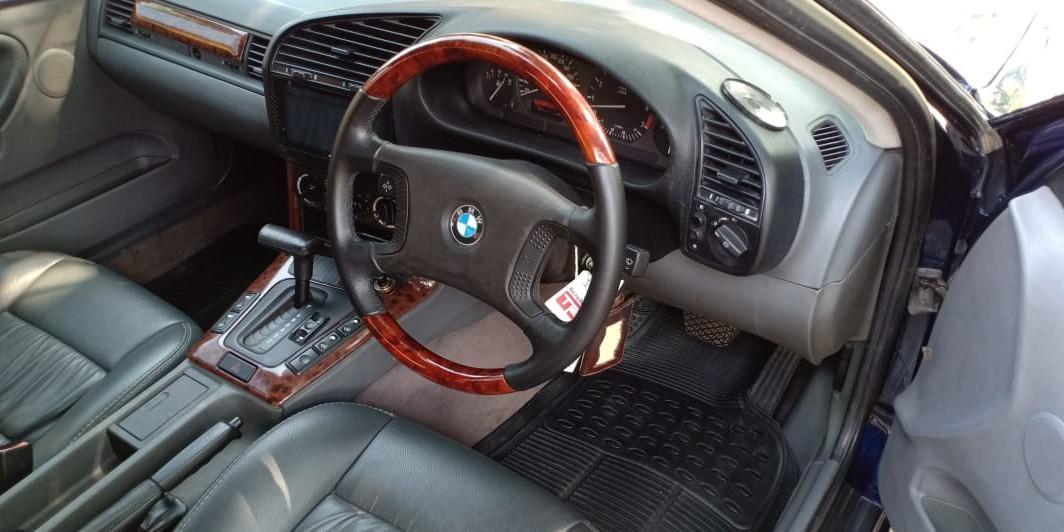 BMW 320i E36 AT