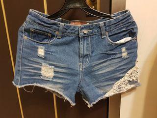 蕾絲鑲邊 刷破 牛仔 短褲