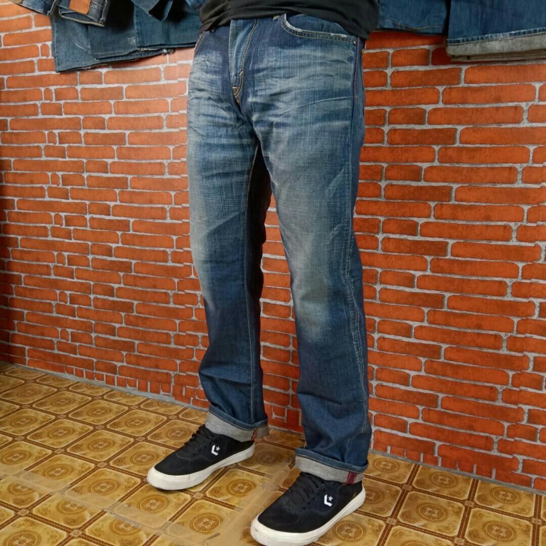 Celana Jeans blue trip blue navy washed straight cut, Fesyen Pria, Pakaian  , Bawahan di Carousell