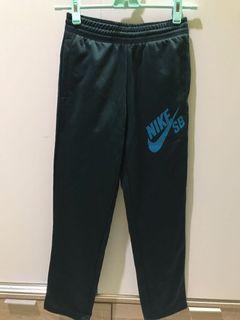 Celana Training Nike hijau tua 8-10 tahun