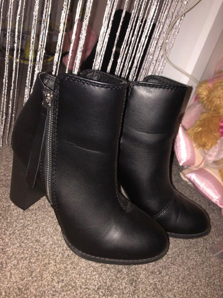 Women's Boots Size 6