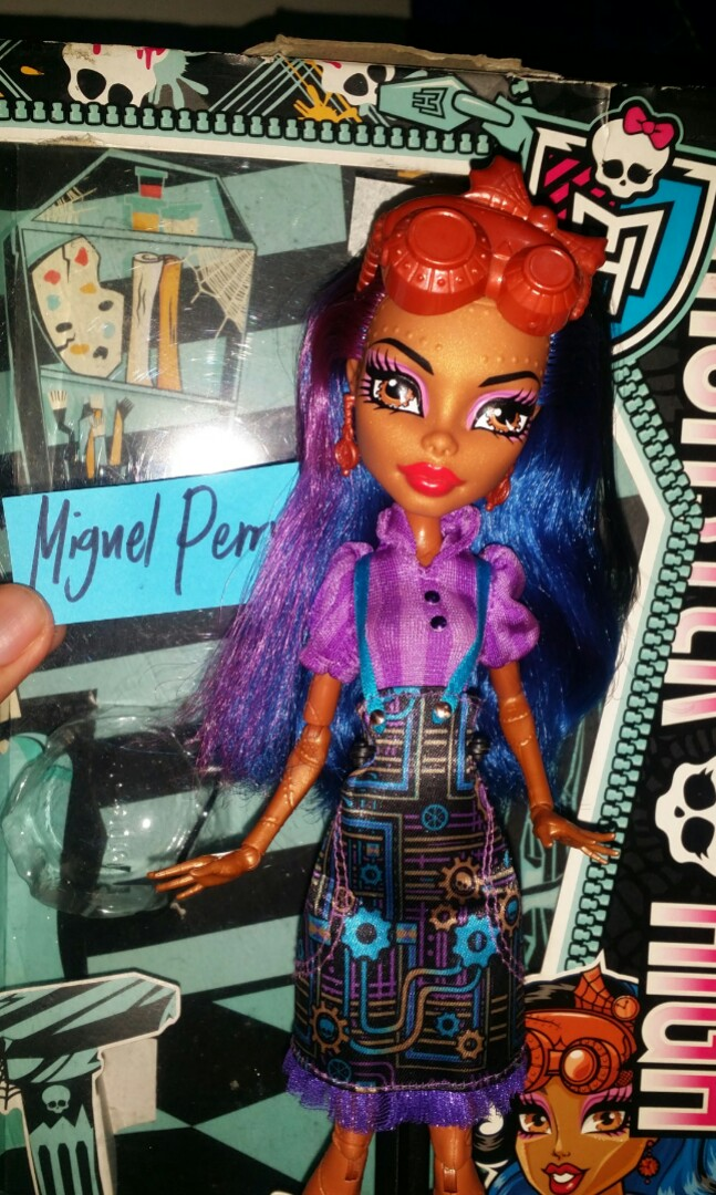 Repriced Monster High Robecca Steam Art Class Toys Games Toys On Carousell