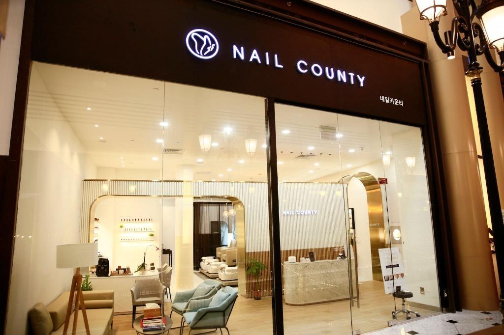 SG's First Premium Korean Nail Salon looking for Manicurist