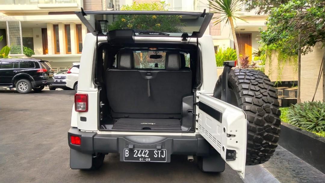 Jeep wrangler JK Sahara 2 doors RARE