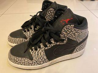 Nike Air Jordan 1 爆裂紋36.5/23.5號 只穿過一次  可童鞋