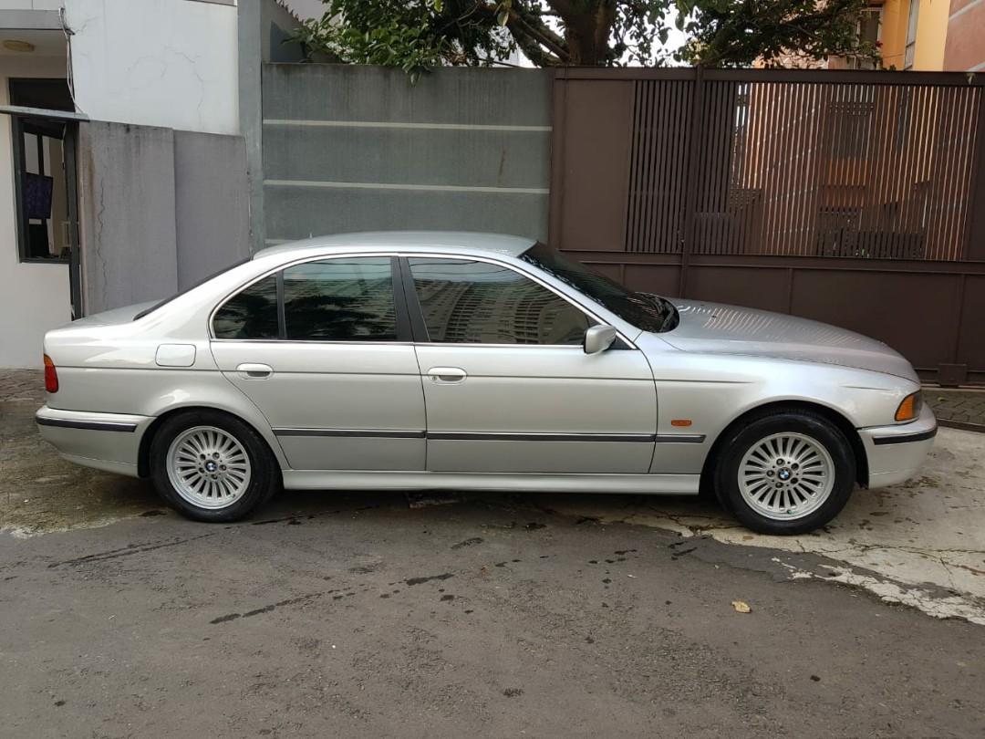 Dijual BMW 528i th 97 Mesin kering Ac dingin  Elektrik smua berfungsi Matic triptonik normal Pajak panjangggggg kaleng smpe th 2025 per bulan maret  Harga 85jt nego