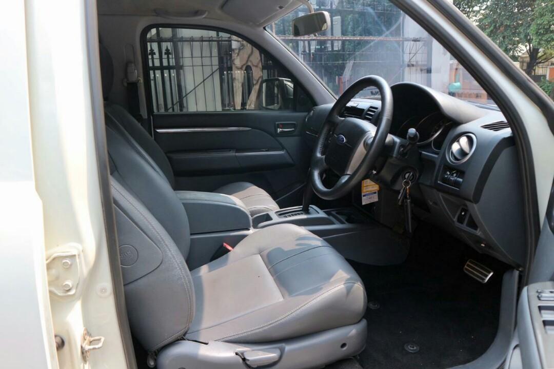 Ford everest Limited tgn pertama
