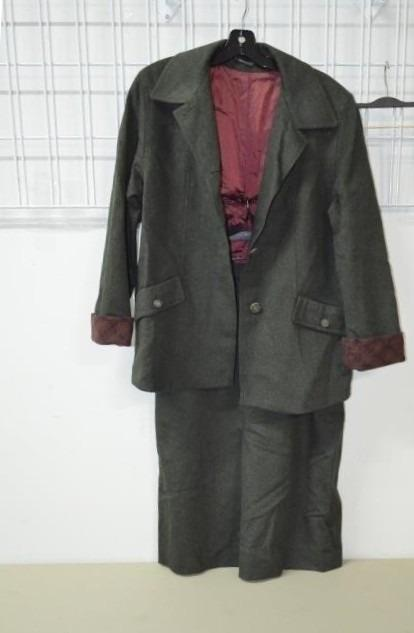 2 Piece Women's Chic Wool Suit (Size 14)