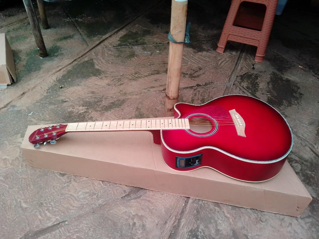 Gitar akustik elektrik red