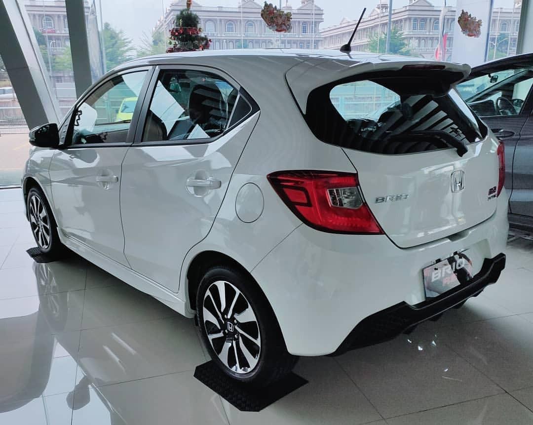 Honda Brio Rs cvt free paket hemat 4 tahun hingga 50 rb km oli gratis dan cashback besarr!!