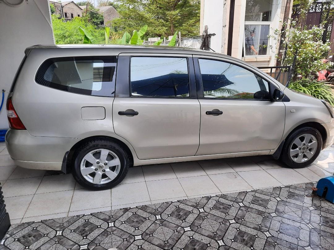 Nissan grand livina xv AT
