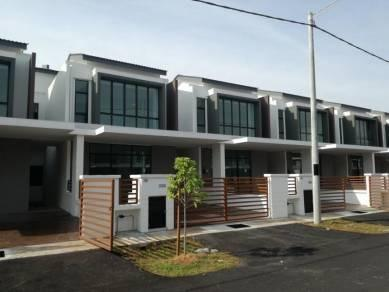 Crazy Price!!! Puchong 3xxK Double Storey House Below Market Price!! Limited Unit!!!
