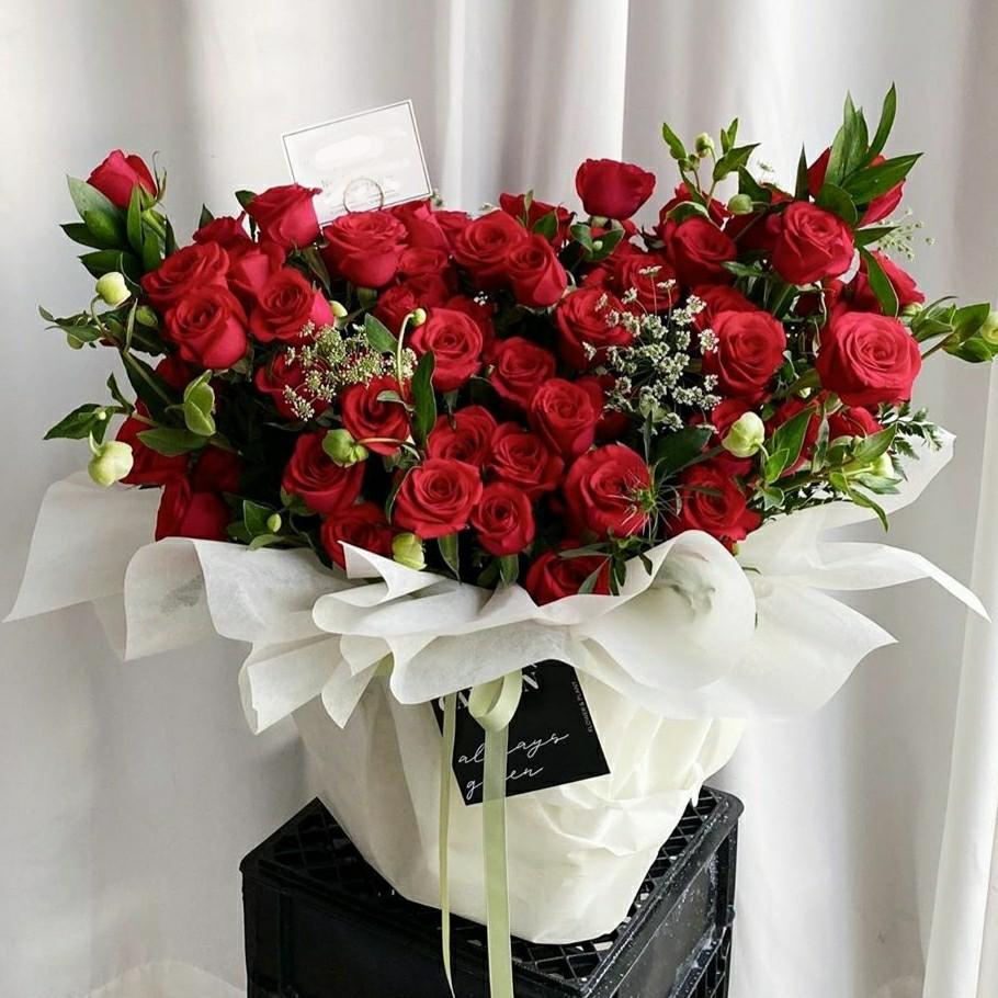 50 Roses 99 Rose Bouquet Birthday Anniversary Proposal Congrats Love Graduation Congratulations Flowers Basket Package Big Huge Gigantic Large Gardening Flowers Bouquets On Carousell
