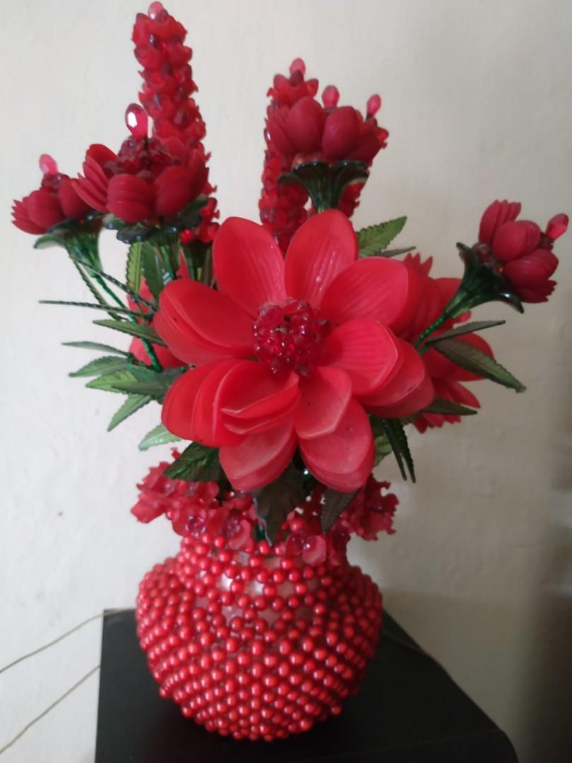 Vas Bunga Merah