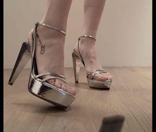 凡賽斯Versace銀色細根高跟鞋綁帶可調整/婚鞋/晚宴鞋:走秀鞋/舞蹈表演/新娘鞋