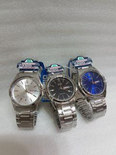 Casio 日期 星期手錶防水直徑38cm(blue/ white /black)