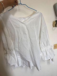 日牌白色圓領綁帶襯衫