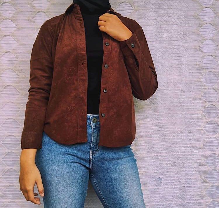Atasan Kemeja Coklat Tua Vintage Aesthetic Fesyen Wanita Pakaian Wanita Atasan Di Carousell