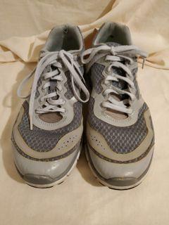 NEW BALANCE運動鞋