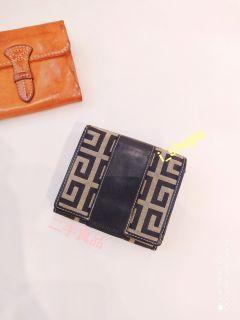 4500降價,Givenchy 真品 經典G logo 中夾 皮夾 短夾 (不議價)