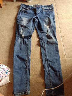 #Mulaiyuk ripped jeans