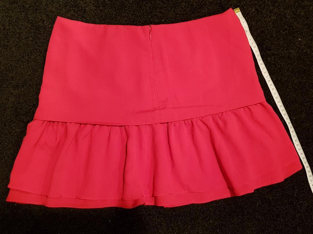 Sz10 cute dotti red rose skirt $10