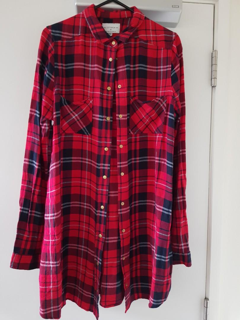 Sz8 cute red/black tartan button top $15
