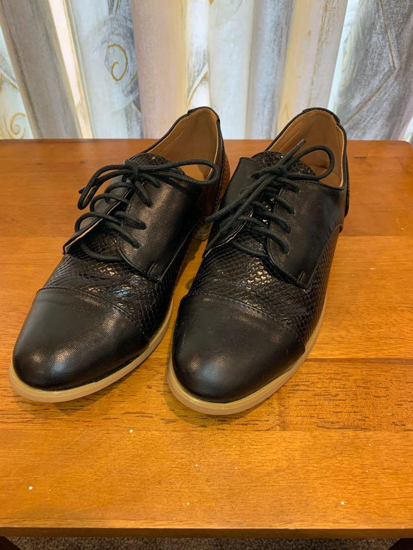 Pre-owned shoes!!