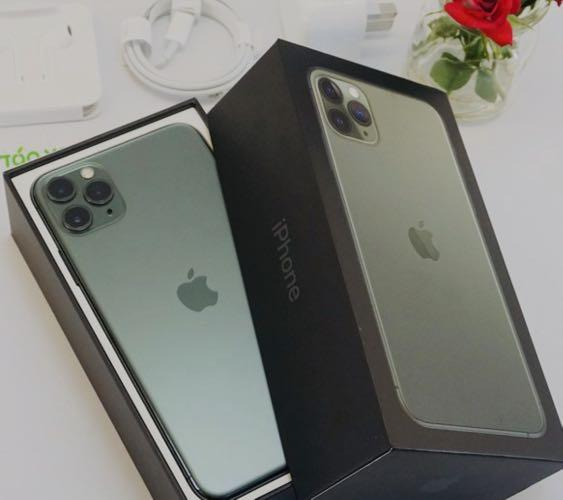 256GB IPHONE 11 pro freedom mobile only