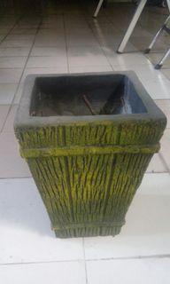 Pot bunga kotak bahan tanah liat