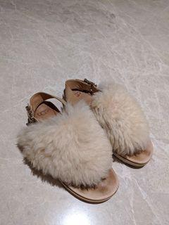 UGG 毛毛拖鞋