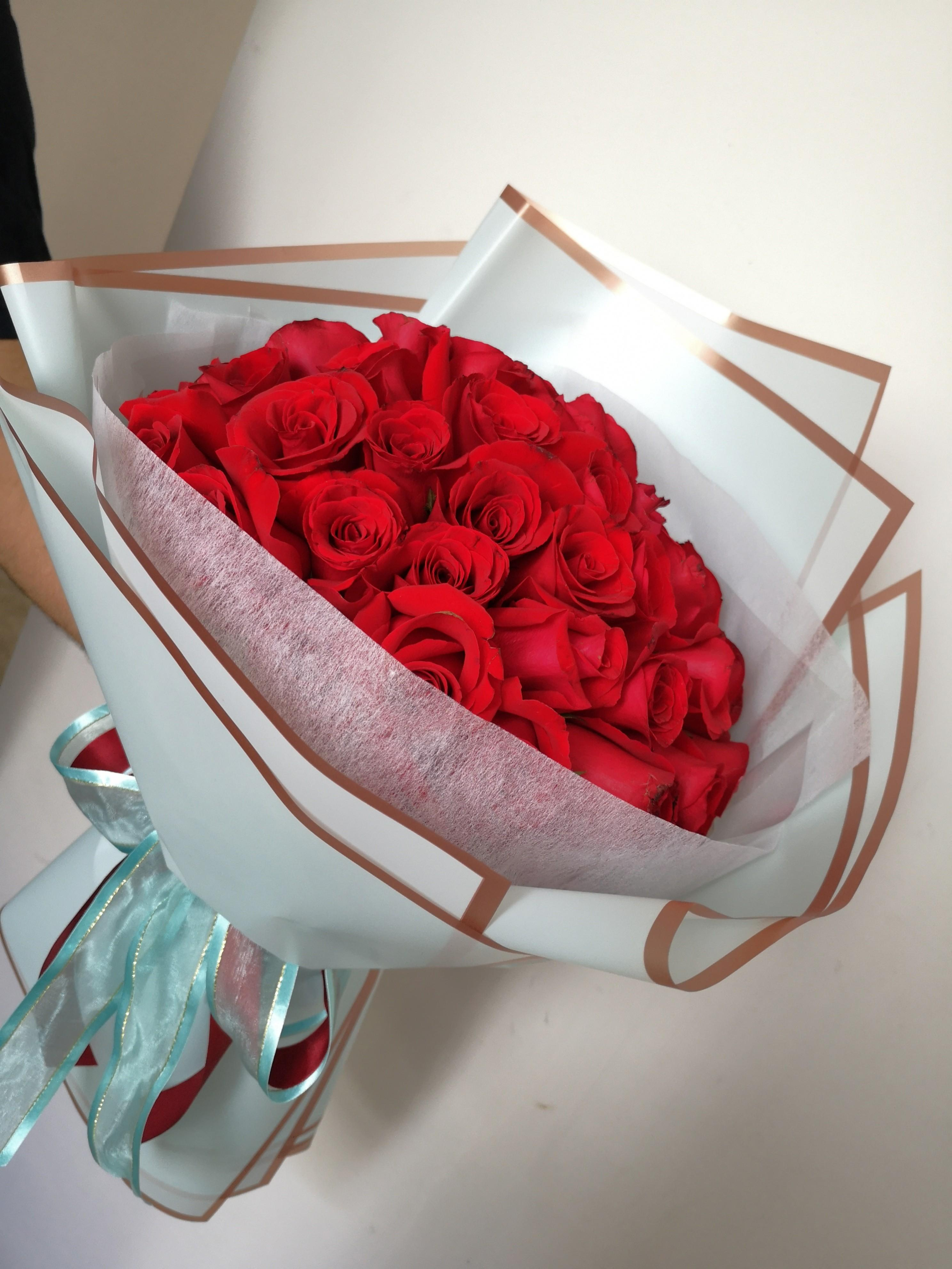 Free Delivery 50 Roses Bouquet Special Collection Fresh And Real Roses Flowers Gardening Flowers Bouquets On Carousell