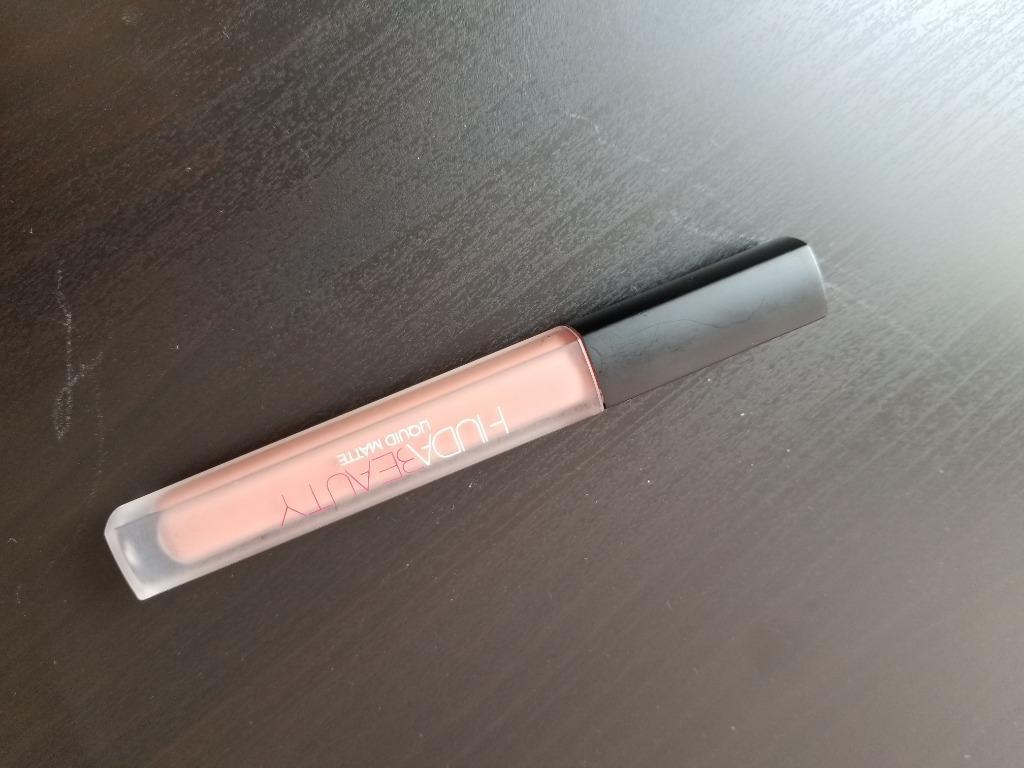 HUDA BEAUTY liquid matte lipstick in Sugar Mama