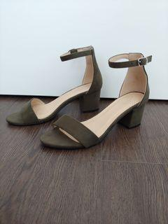 Low Block Heel Summer Sandal - Size 6