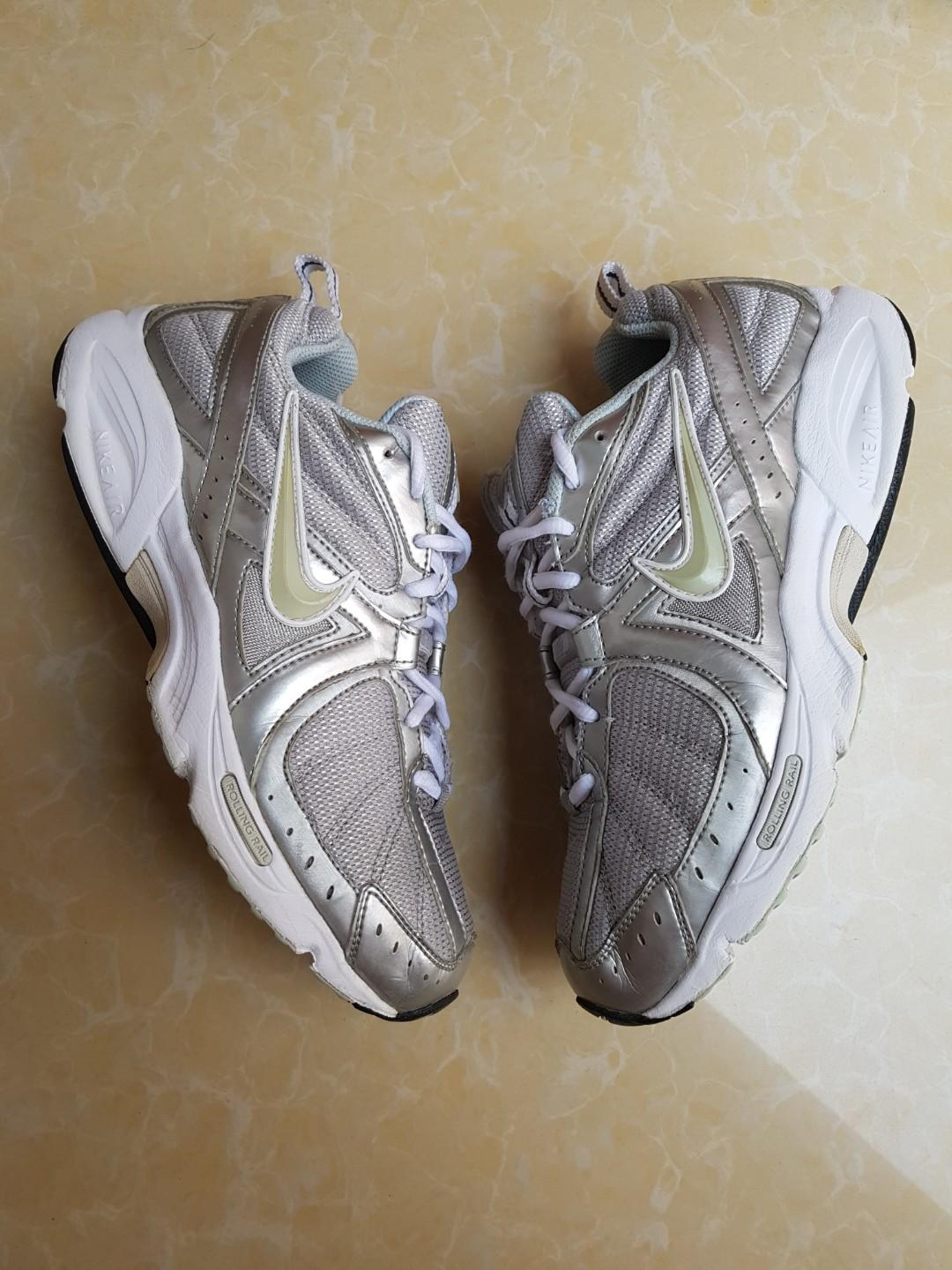 charla Restricción corrupción  nike air vitality walk rolling rail authentic original, Women's Fashion,  Shoes, Sneakers on Carousell