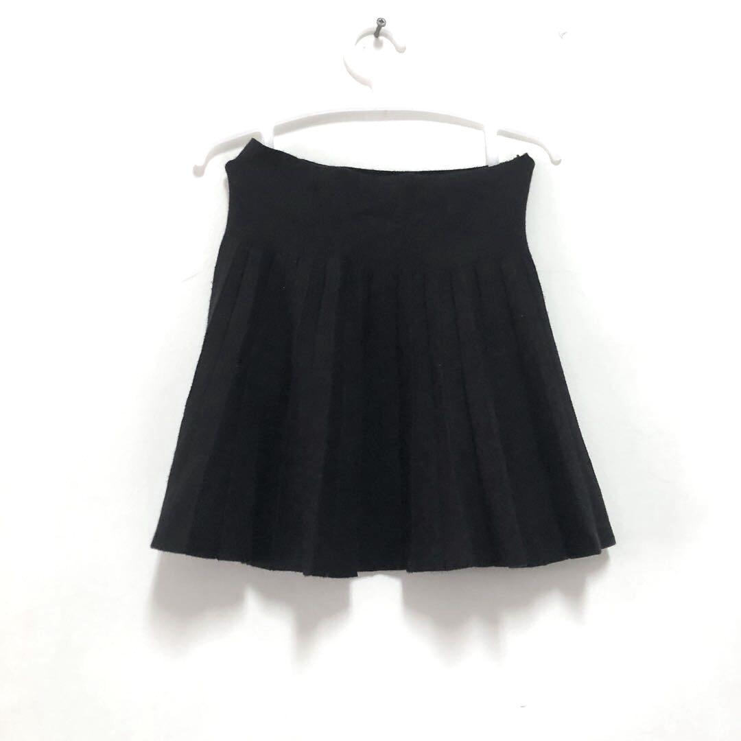 《贈》黑短裙、格紋圍巾