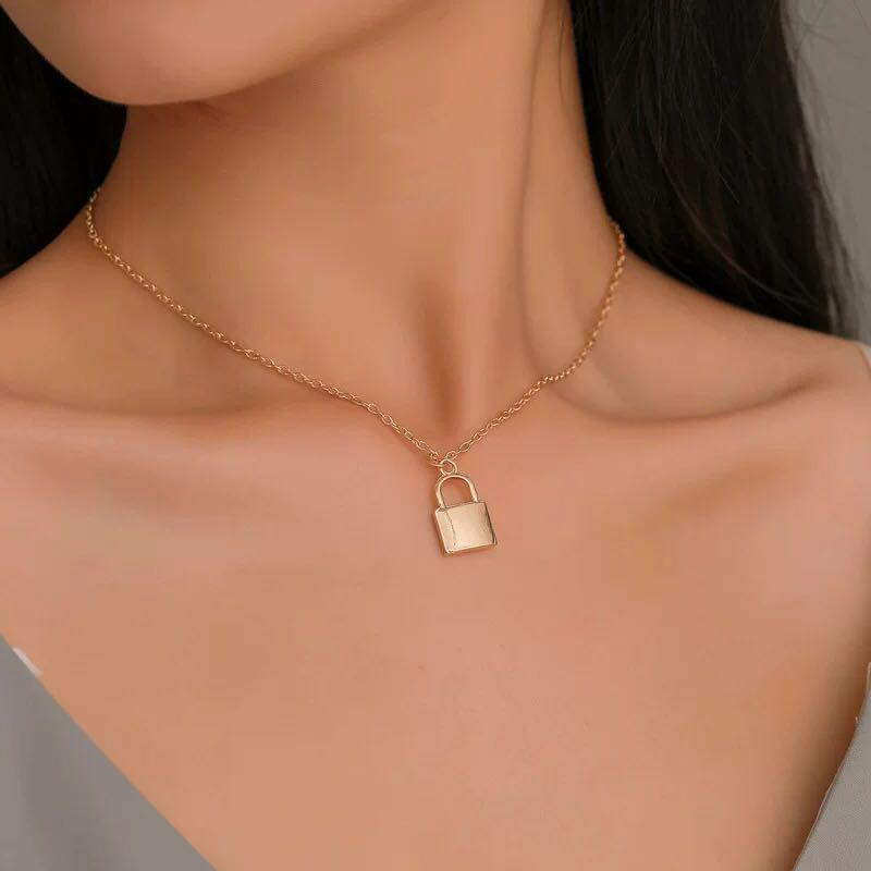 Po Tumblr Grunge Aesthetic Gold Silver Lock Necklace Women S Fashion Jewellery Necklaces On Carousell