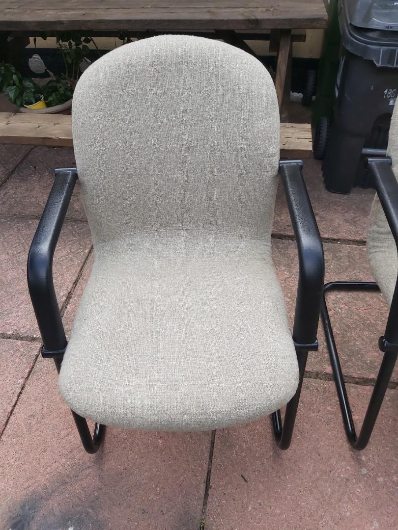2 beige/grey chairs