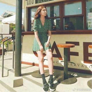 綠色小花洋裝