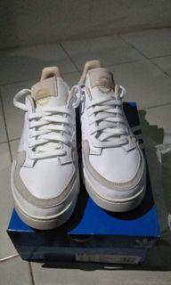 adidas supercourt size 42 (nego)