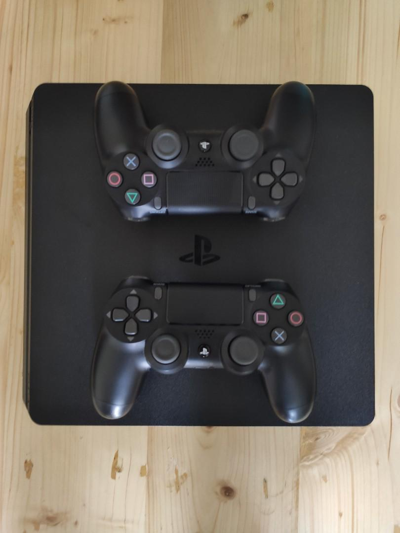 PlayStation 4 1TB like new + Game