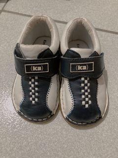 嬰兒二手皮鞋13,5