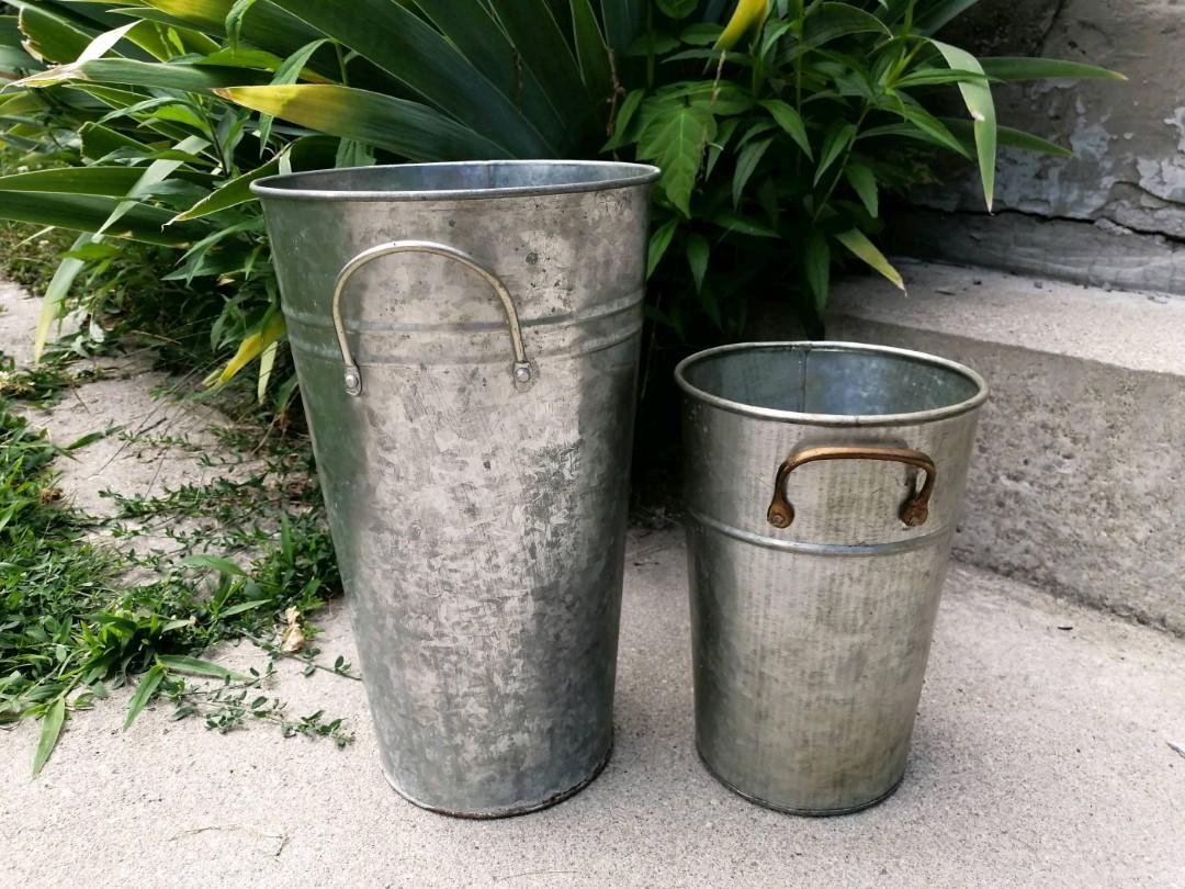 2 plant holders