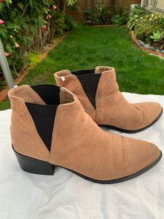 H&M CAMEL SUEDE CHELSEA BOOTS