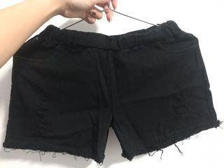 黑色刷破短褲,沒穿過但容易沾毛ಠ_ಠ/鬆緊帶!